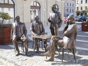 Oradea statue group Holnaposok