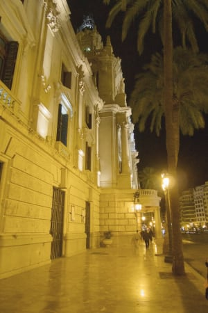 Plaza del Ayuntamiento at night