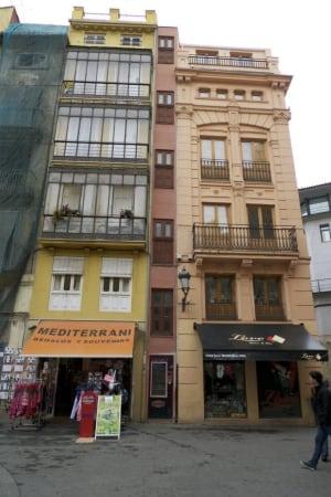 Plaza Redonda narrow building
