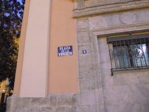 Plaza de la Virgen sign